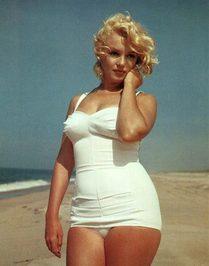 Marilyn-Monroe-oversized-po.jpg